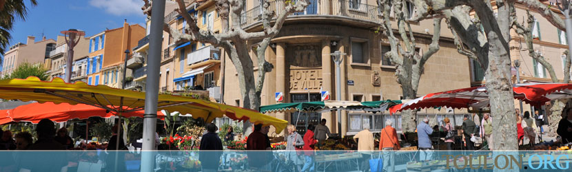 Photo Bandol : La mairie place de la Libert�.