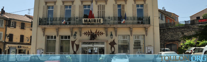 Photo Pierrefeu du Var : La mairie place Urbain Senés.