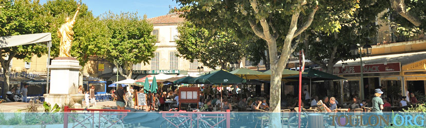 Photo Saint Cyr sur Mer : La place du Portalis.