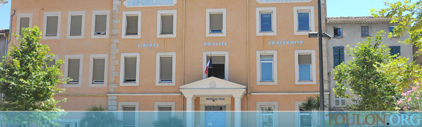 Photo Vidauban : La mairie place Georges Clemenceau.